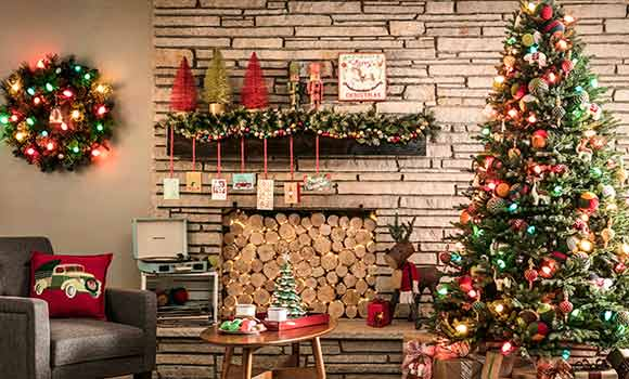 14 Extravagant Christmas Tree Decorating Ideas To Dazzle Your Home